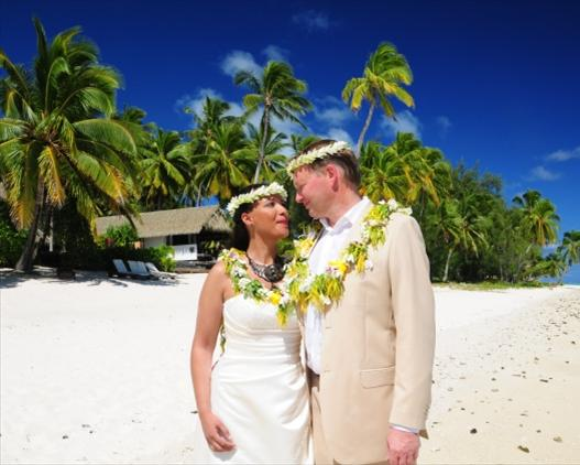 Tamanu wedding couple beach