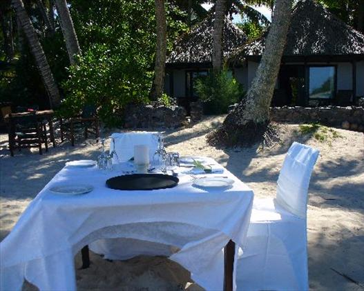 raro pacific resort table setting