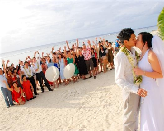 Sunset resort wedding crowd